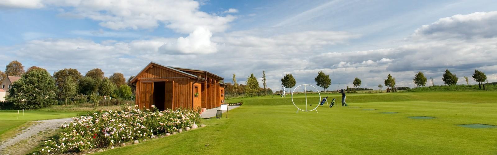 Golf-Uebungsanlage Neun-Loch-Golfplatz